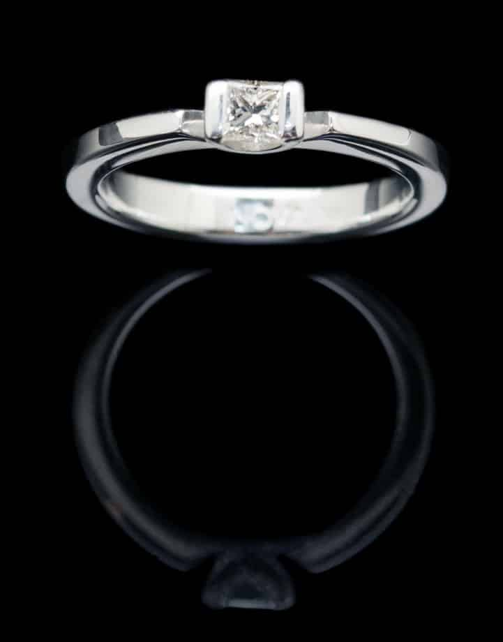 White Gold Ring with Diamond (GR16SQ dia)